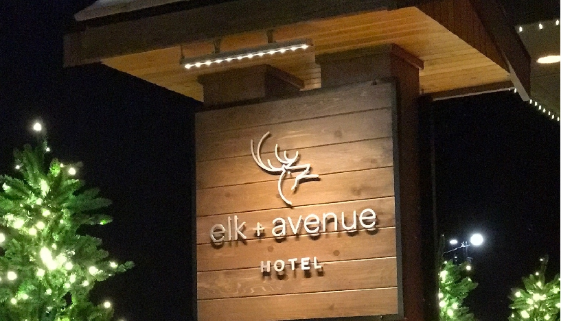 Elk_Avenue_Hotel_Signage